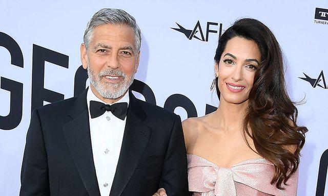 George Clooney iu dhuron 14 shokëve të tij nga një valixhe me para dhe kjo është arsyeja