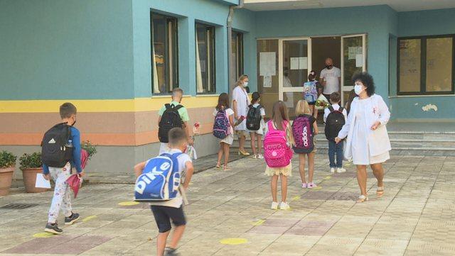 Situata e COVID-19/ Ministrja Kushi: Javën që vjen rihapen shkollat