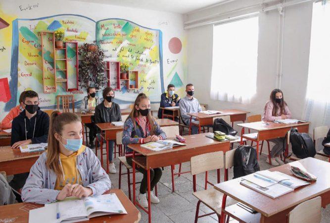 Kthimi i maturantëve në shkolla, Evis Kushi: Plotësisht të përgatitur, do zbatojmë masat