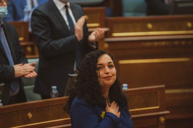 Vjosa Osmani e merr sot detyrën e Presidentes së Kosovës! Ja axhenda