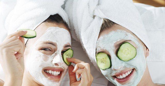 5 maska pranverore për fytyrën, që mund t'i përgatisni në shtëpi