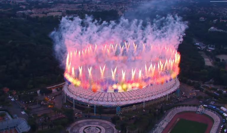"""Nis Euro 2020/ Festë madhështore në """"Olimpiko"""" të Romës, shikoni atmosferën (VIDEO)"""