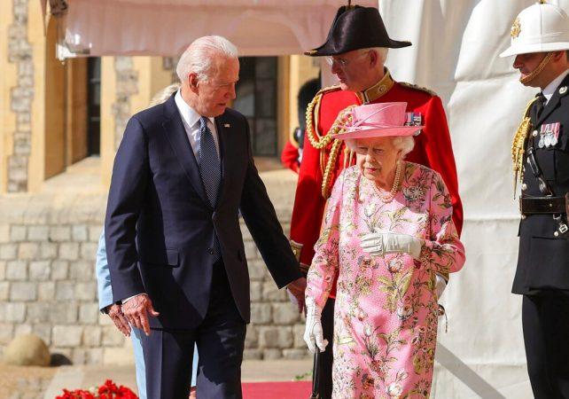 """""""Më kujton nënën time"""", çfarë tha Biden pas takimit me Mbretëreshën Elizabeta ll"""
