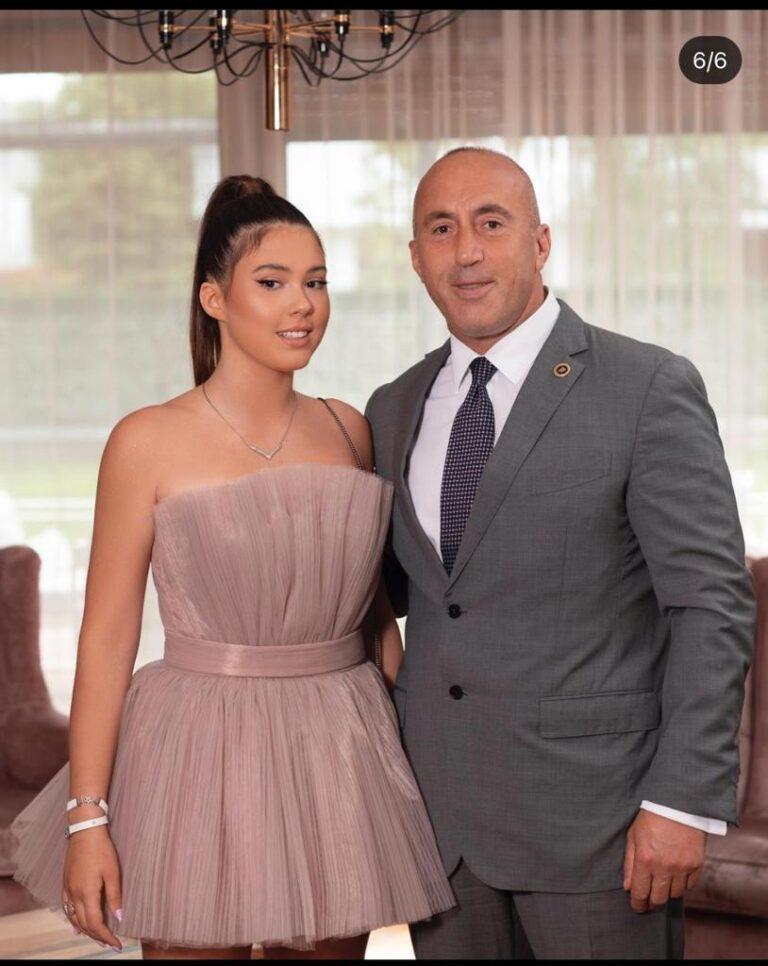 Një zonjushë e vërtetë, vajza e Ramush Haradinaj shkëlqen në mbrëmjen e minimaturës/Foto