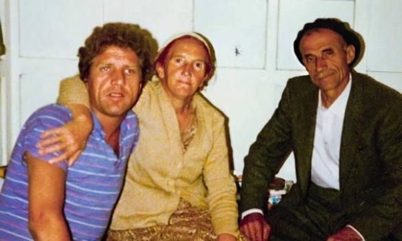 Pacolli nxjerr foton me prindërit: Mos harroni nga vini, kush ishit dhe çfarë keni kaluar