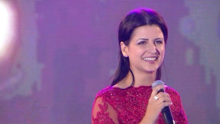 Pritjes së ëmbël i erdhi fundi, këngëtarja e njohur shqiptare bëhet nënë për herë të parë (Video)