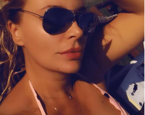 Si rrallë herë Rudina Magjistari pozon me bikini dhe godet me përshkrimin: E nxehtë si vera