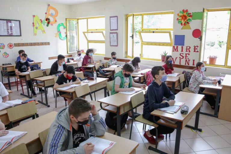 Mësimi fillon dy javë para datës zyrtare, Evis Kushi: Shkollat të jenë gati më 1 shtator
