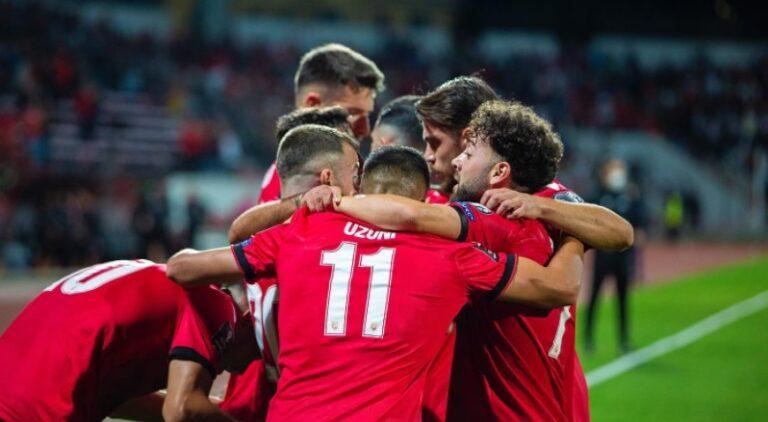 """Kombëtarja """"çmonton"""" San Marinon me """"manita"""", paraqitje spektakolarë në Elbasan (Video)"""