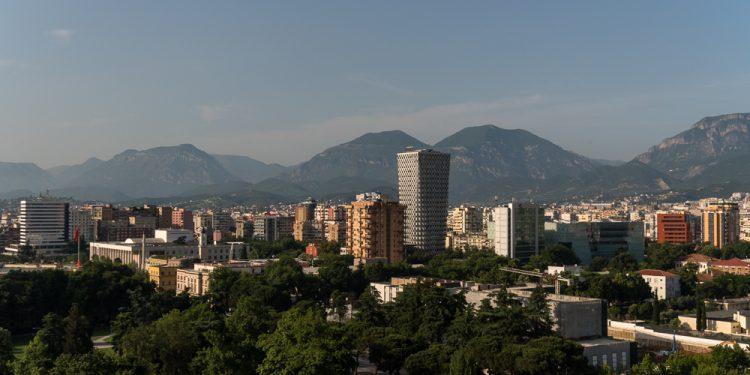 Të blesh shtëpi në Shqipëri bëhet e vështirë! Çmimet u rritën me 30 përqind, por pagat vetëm 5 përqind