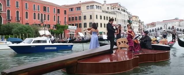 Koncerti mbi violinë e mbi ujë në Venecia, homazh ndaj atyre që humbën jetën nga Covidi