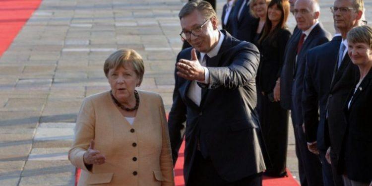 Merkel 'ultimatum' Serbisë: Çështja e Kosovës duhet të zgjidhet