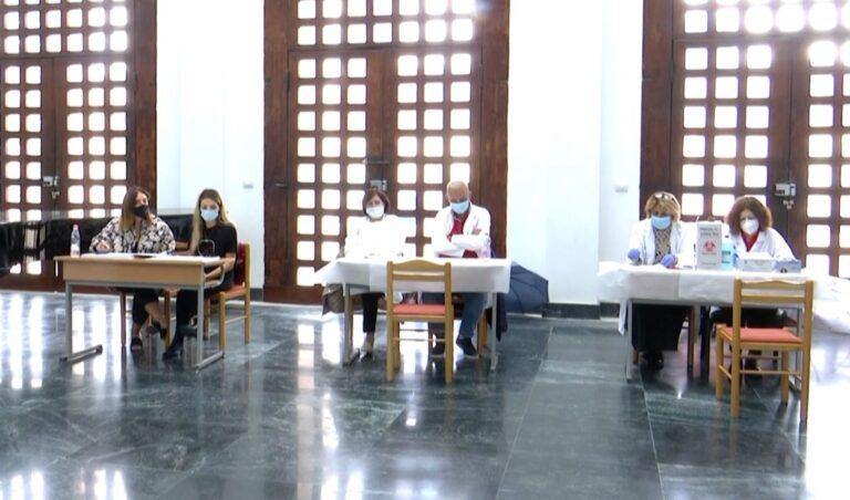 Studentët, në auditore edhe me test PCR/ Rektori i UT: Mbi 50% e tyre janë vaksinuar